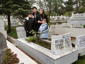 2011 Ankara'da Kardeşim Kenan Ataç ve ailesi Babamın kabrini ziyaretlerinde